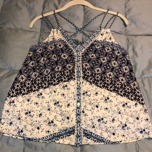 SALE! NEW - Lucky Brand Boho Top. Ties in back